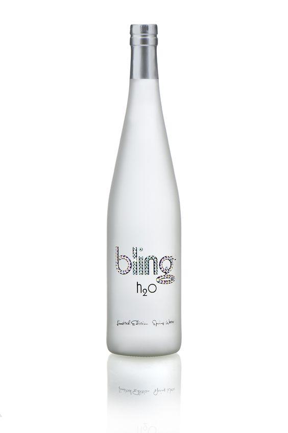 En la imagen, una de las botellas de Bling H2O. /Foto: Cortesía de la marca.