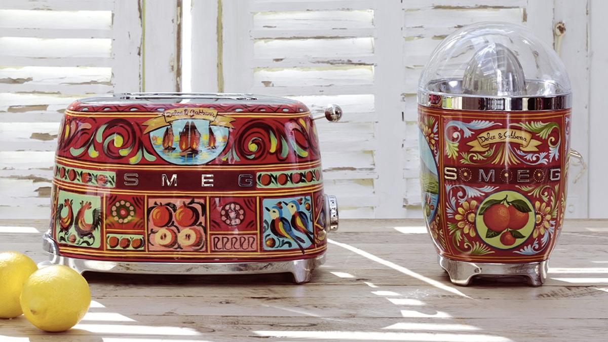 En la imagen, la tostadora y el exprimidor de Dolce & Gabbana x Smeg./ Foto: Smeg