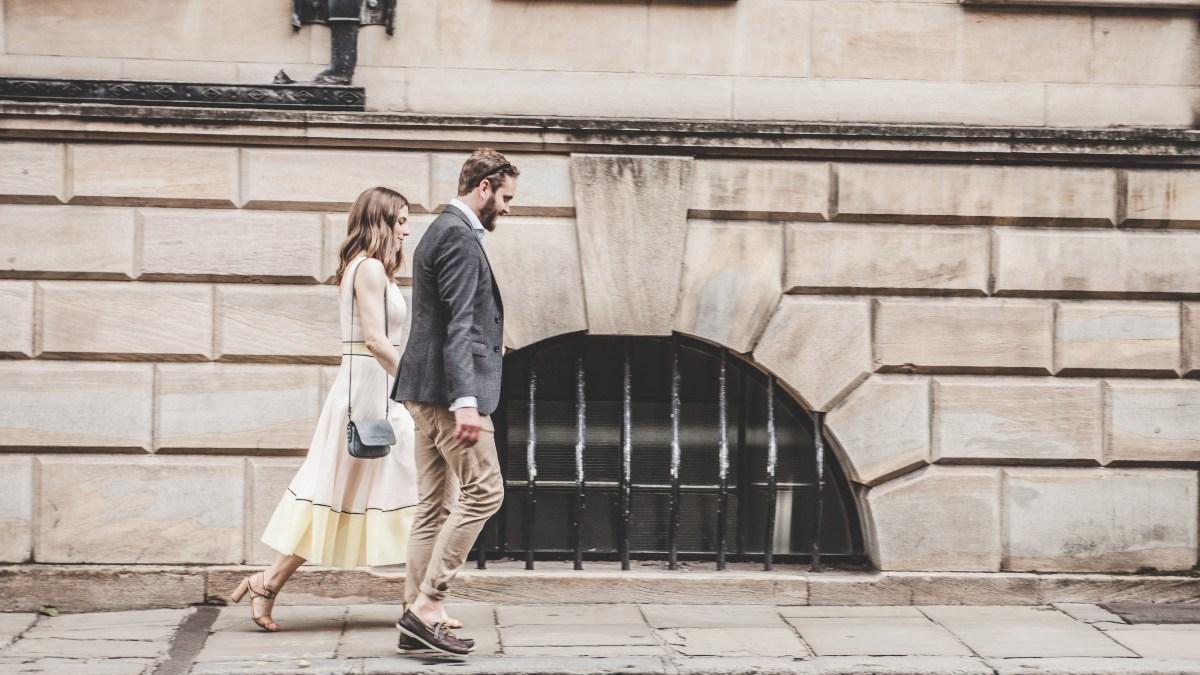 Una pareja caminando / Foto: Unsplash