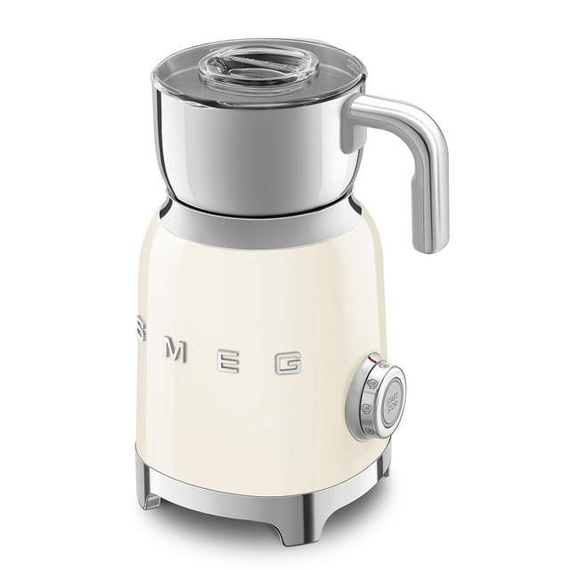 Espumador de leche de Smeg. /Foto: Cortesía de la marca.