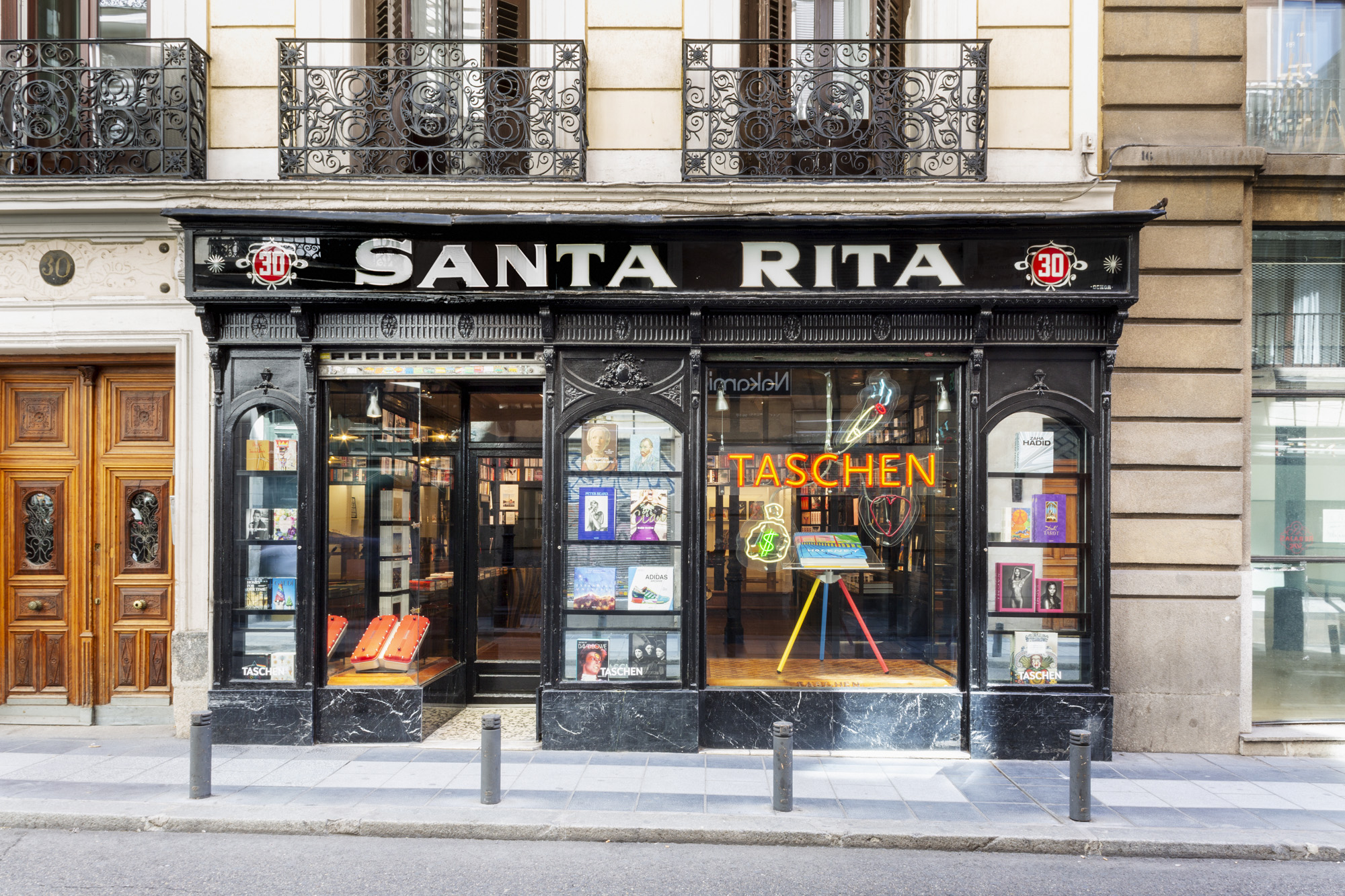 Exterior de la Madrid Taschen Store/Foto: Cortesía de Taschen.