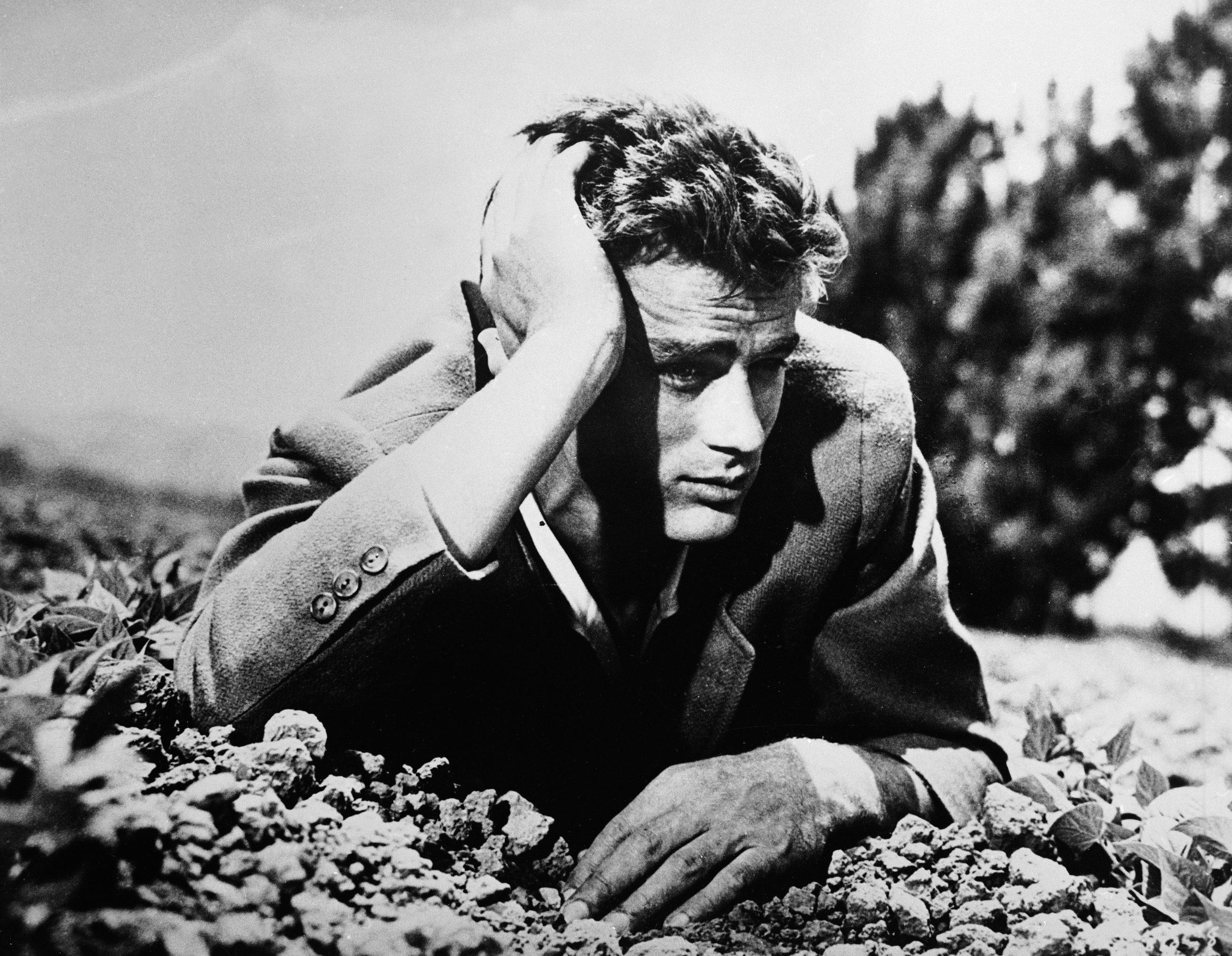 En la imagen, el actor James Dean trajeado en los 50. /Foto: Hulton Archive Getty