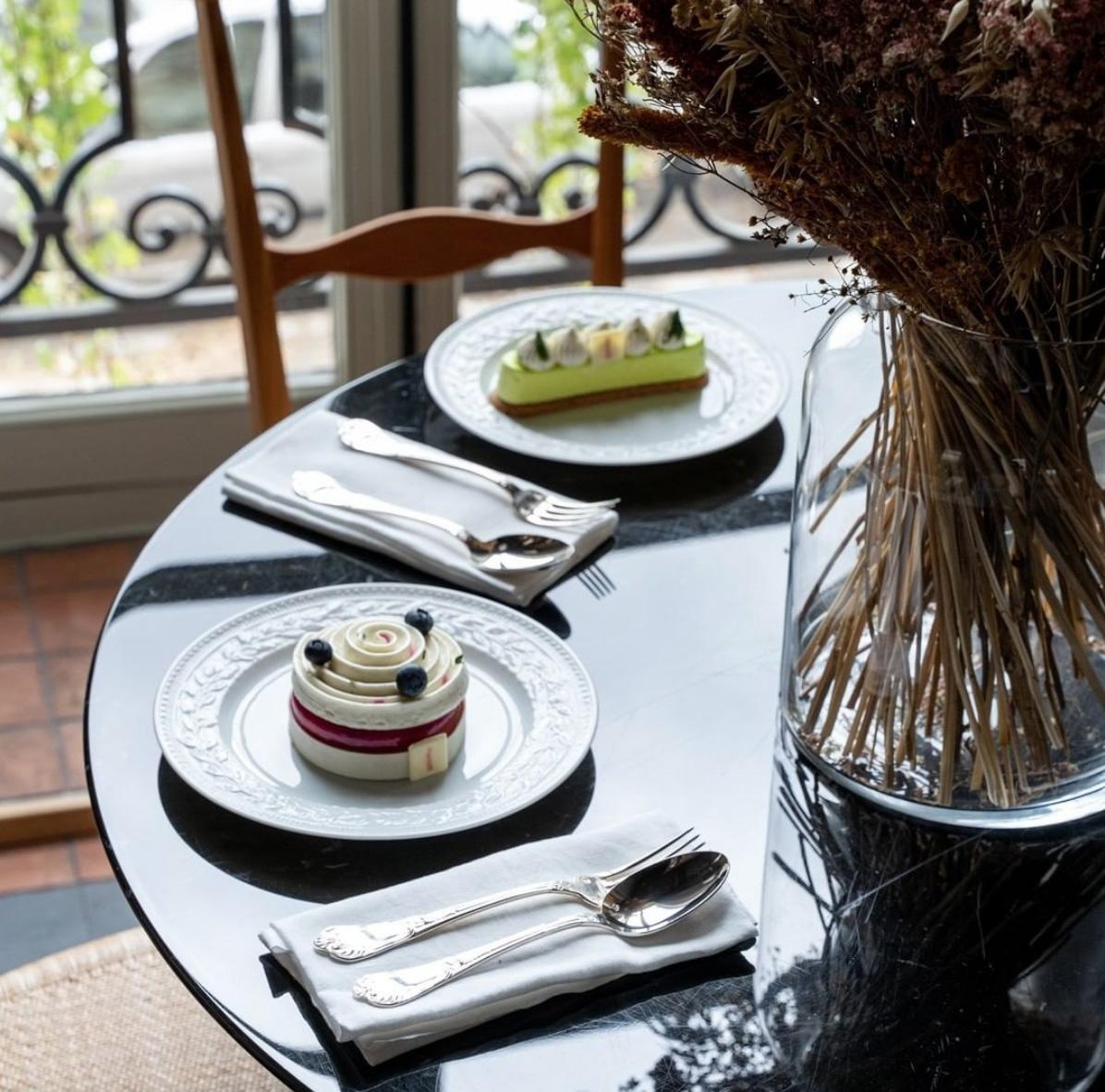 Desayuno servido en el hotel Cour Des Vosges.