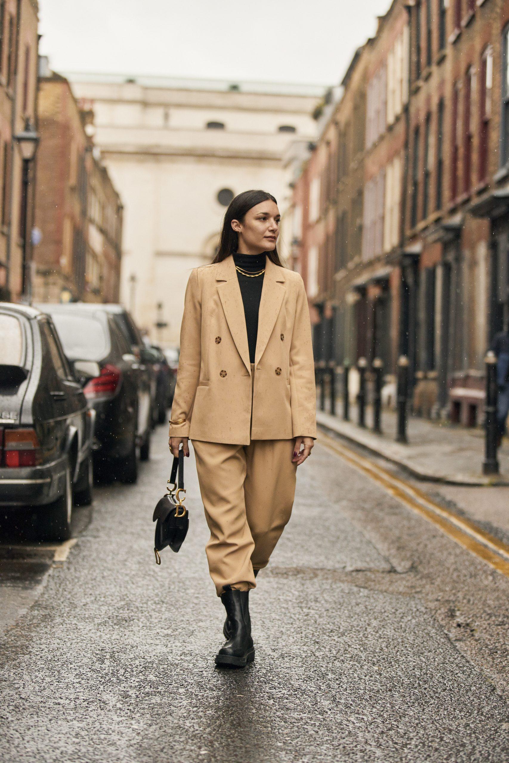 Una de las asistentes a la Semana de la Moda de Londres/Foto: Imaxtree.