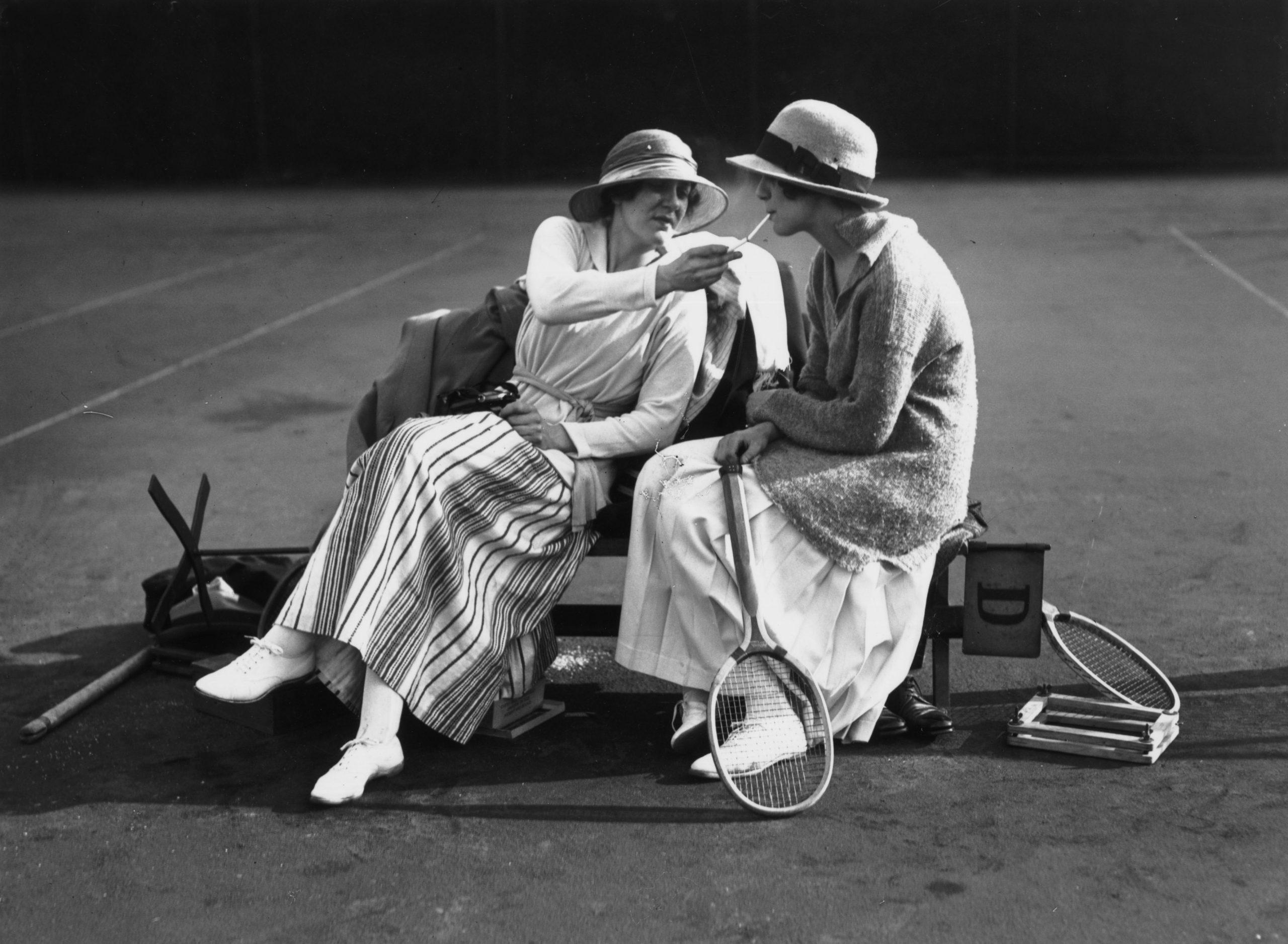 Dos mujeres fumando en 1918. /Foto:Getty