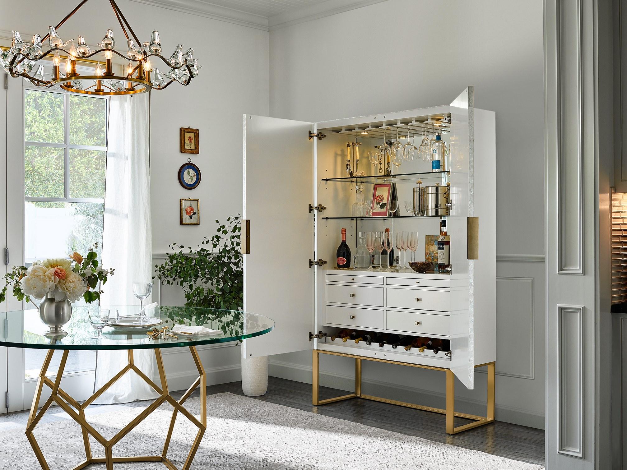 En la imagen, el mueble bar de la casa de Miranda Kerr. /Foto: Cortesía de Universal Furniture.