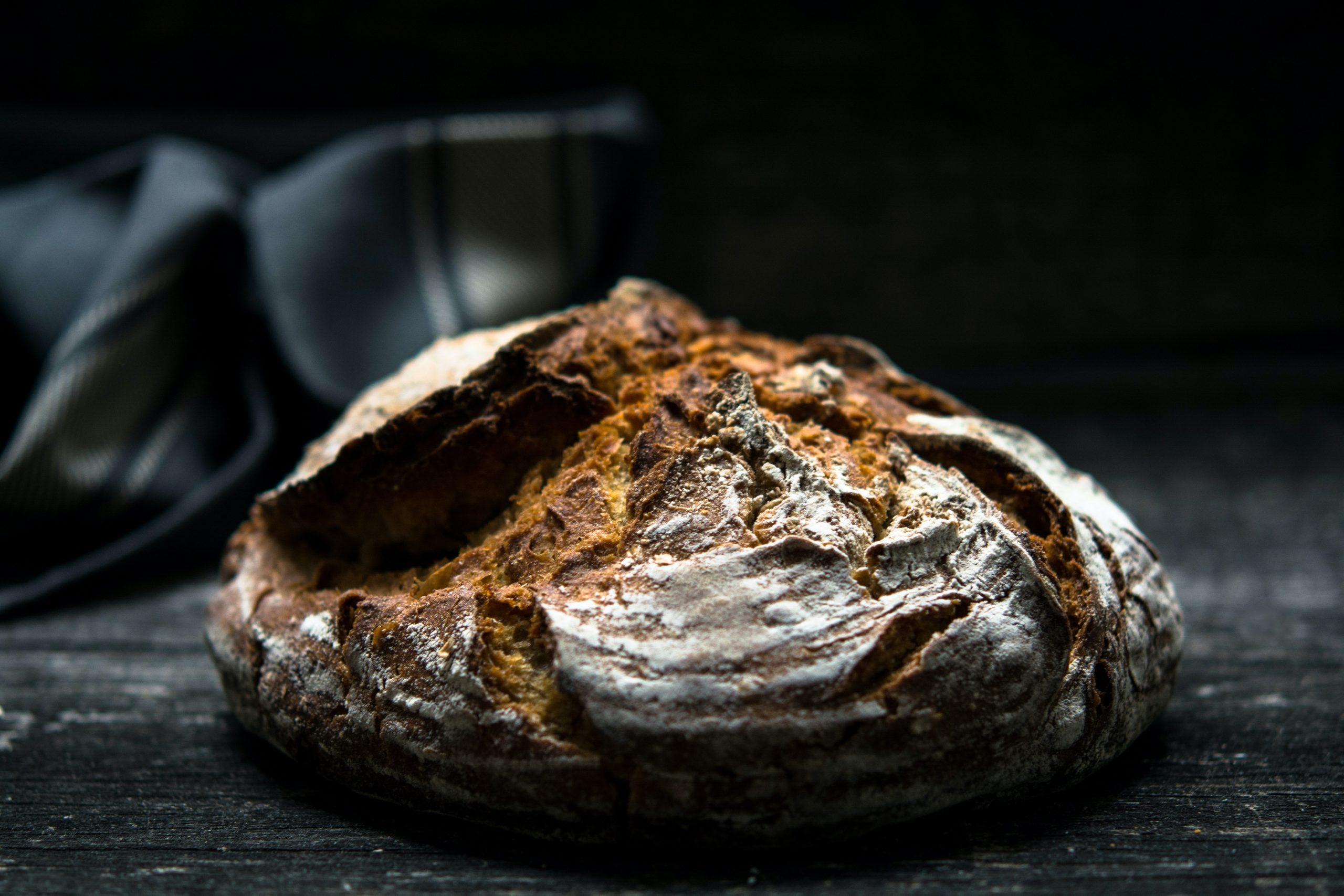 En la imagen, una hogaza de pan. /Foto: Unsplash