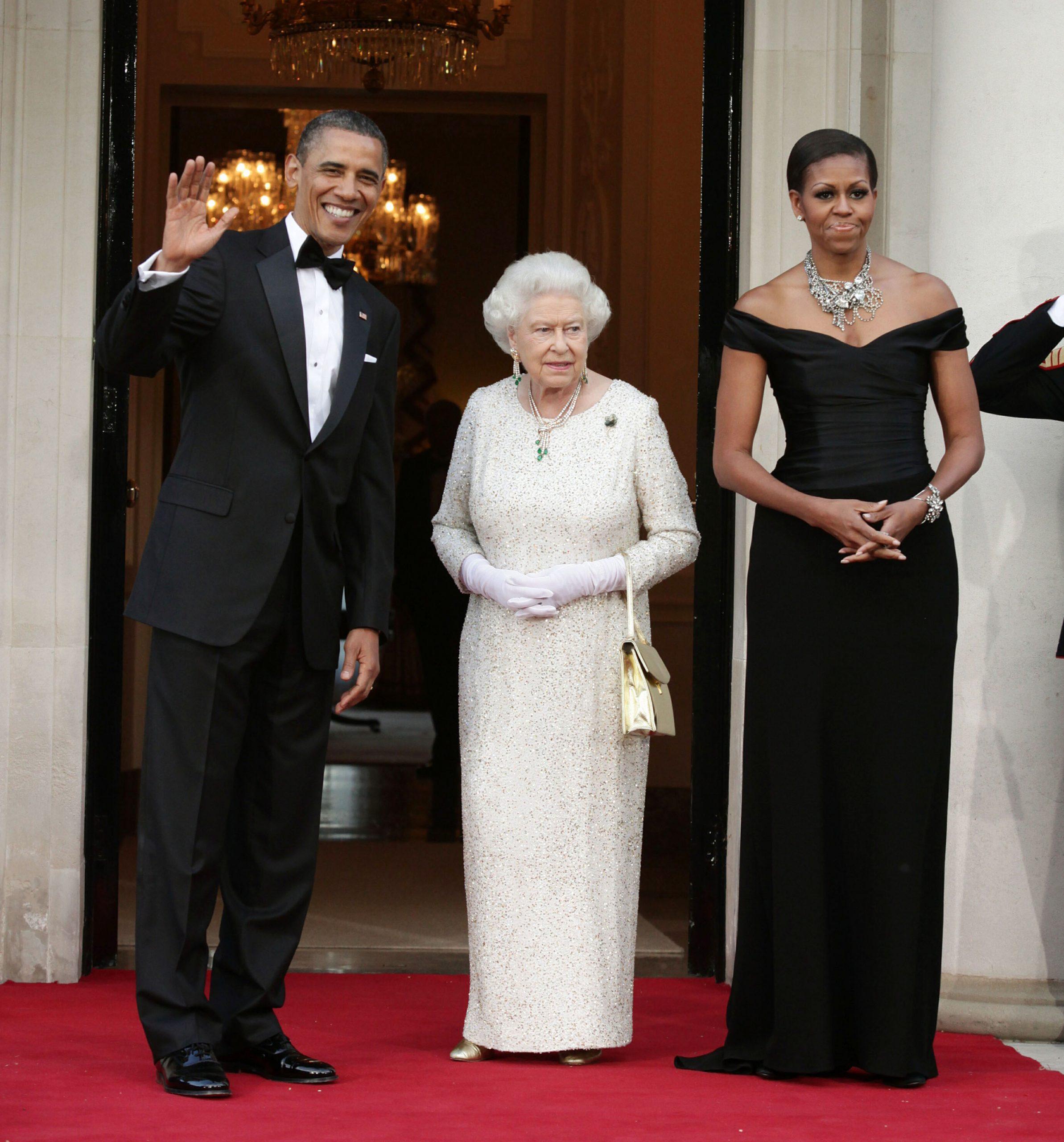 En la imagen, la Reina Isabel II con Michelle y Barack Obama. /Foto: Getty