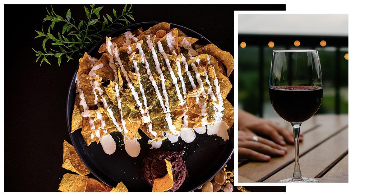 Maridaje: nachos mexicanos con mole y vino crianza.
