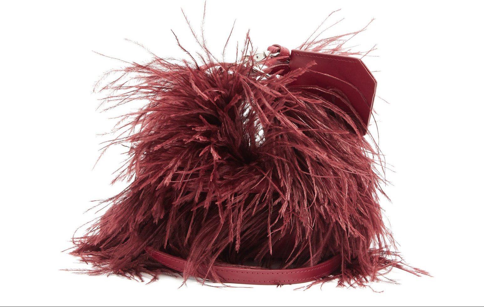 Bolsos de fiesta: modelo de plumas de Marque's Almeida