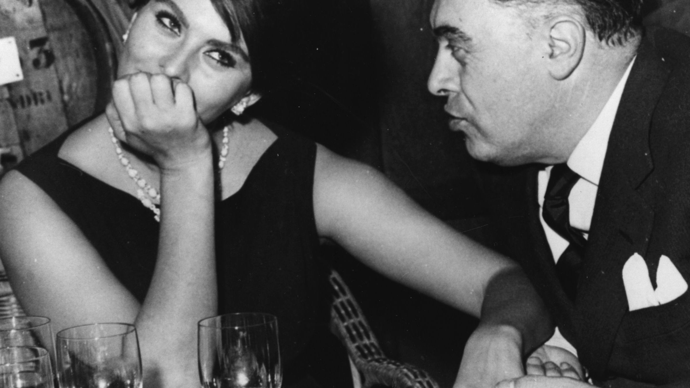 Sophia Loren cenando con su marido Carlo Ponti