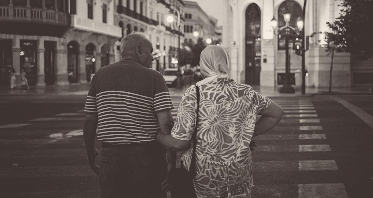Un hombre y una mujer / Foto: Unplash