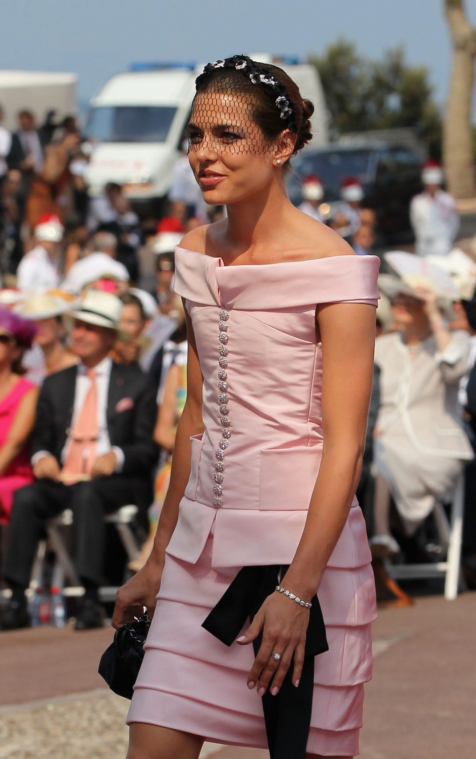 Carlota Casiraghi vestida de Chanel en la boda de Alberto de Mónaco/ Foto: GETTY