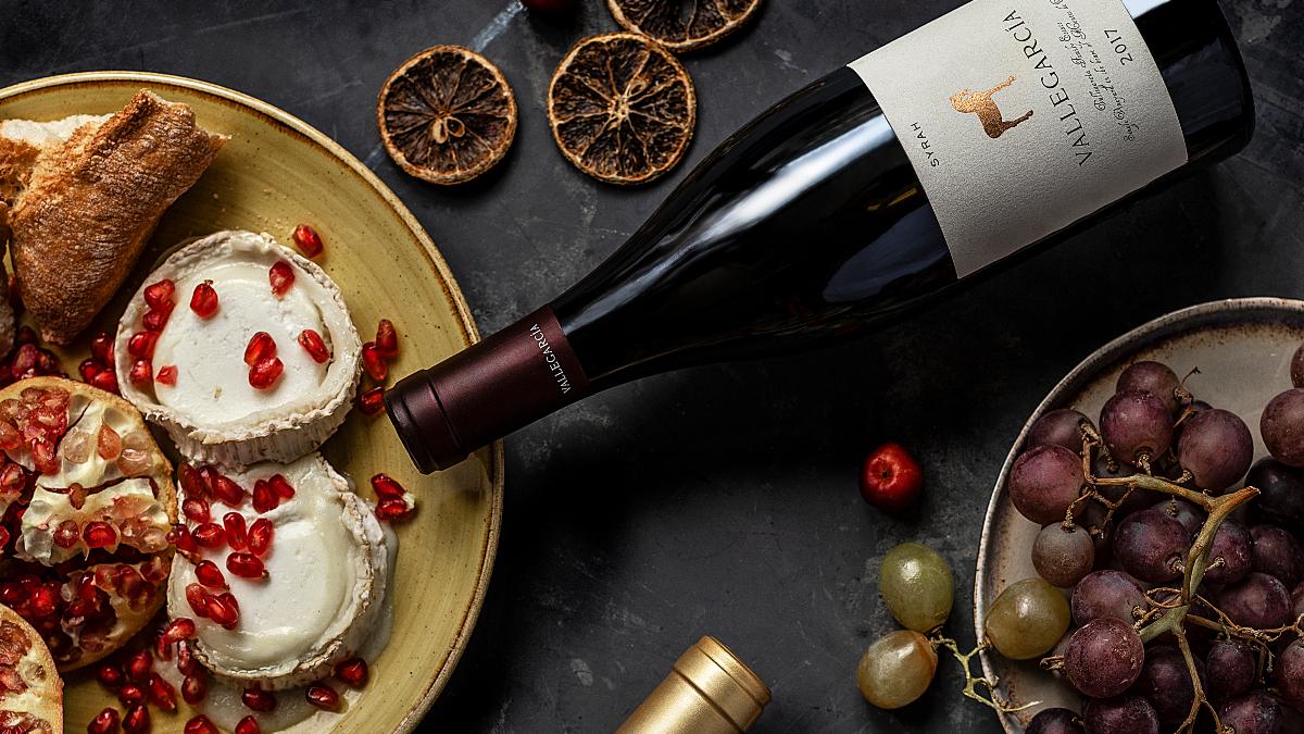 Bodegón navideño con vino Syrah / Foto: Vallegarcía