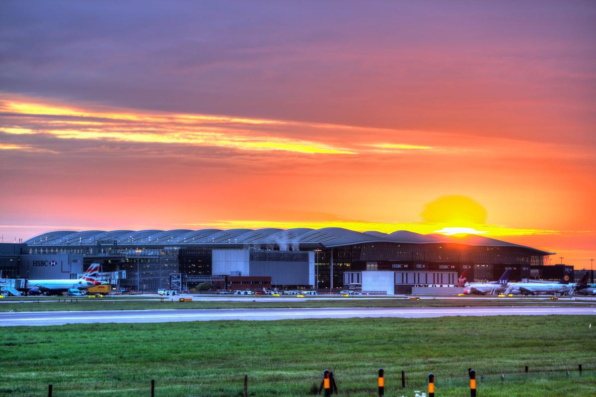 """Aeropuerto de Heathrow - Terminal 2, """"Terminal de la Reina""""./Foto:©luis vidal + arquitectos"""