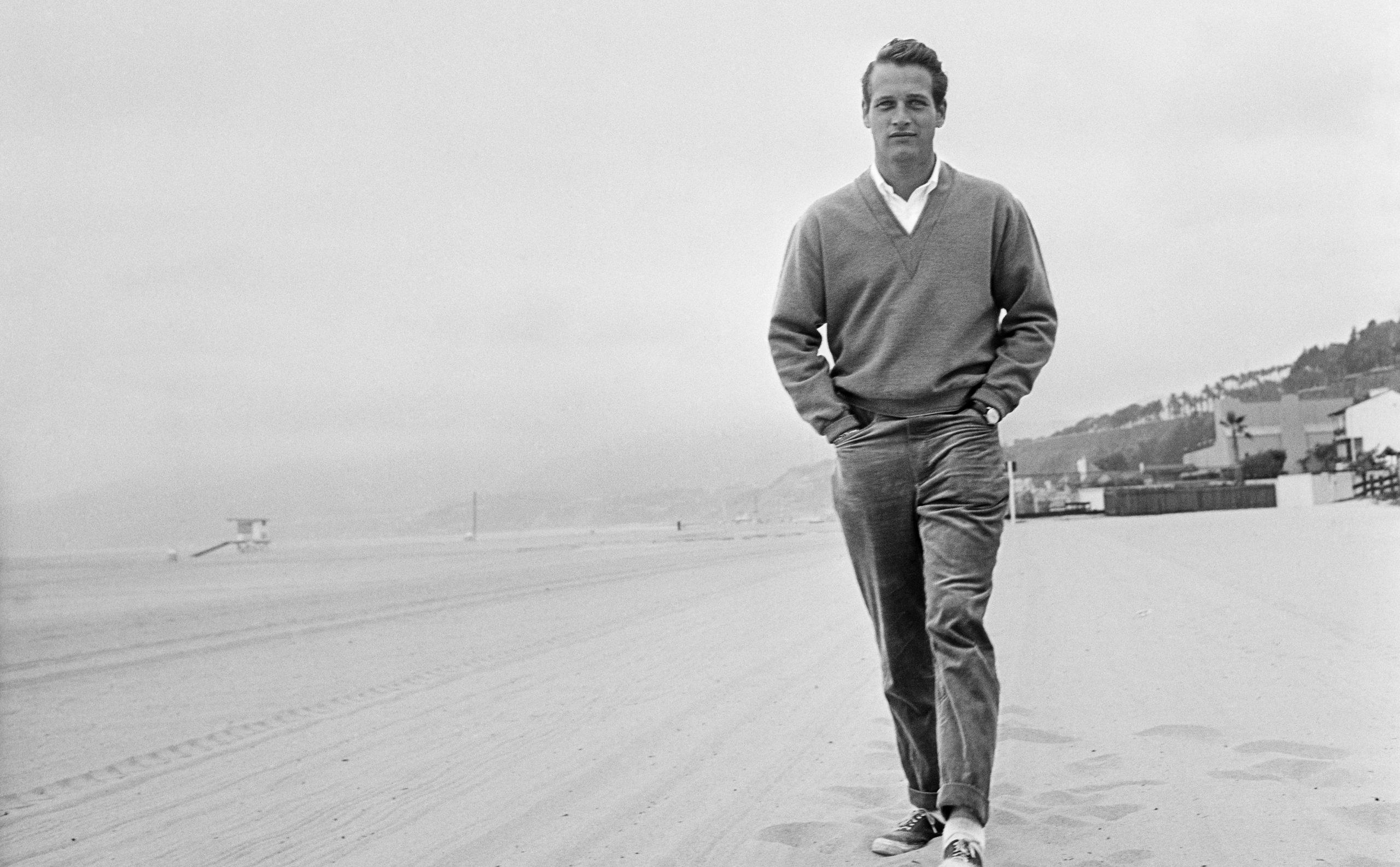 Paul Newman en la playa en 1958