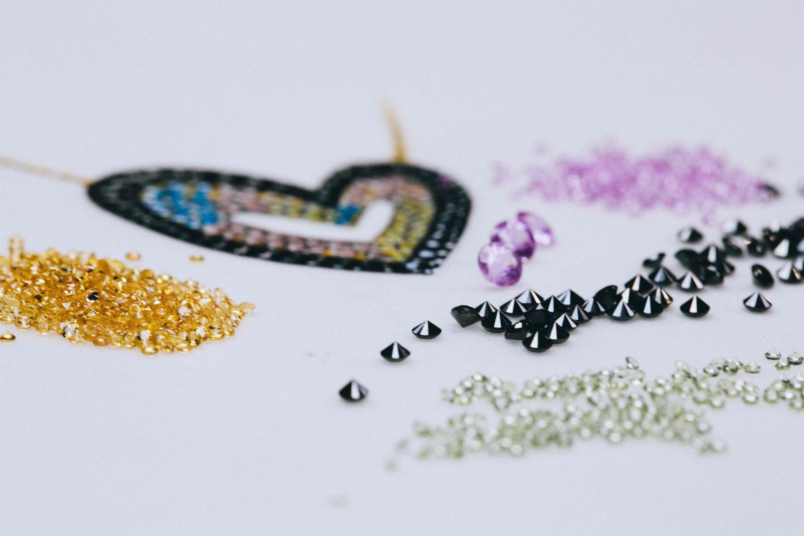 Diseñando la joya / Foto: Suarez