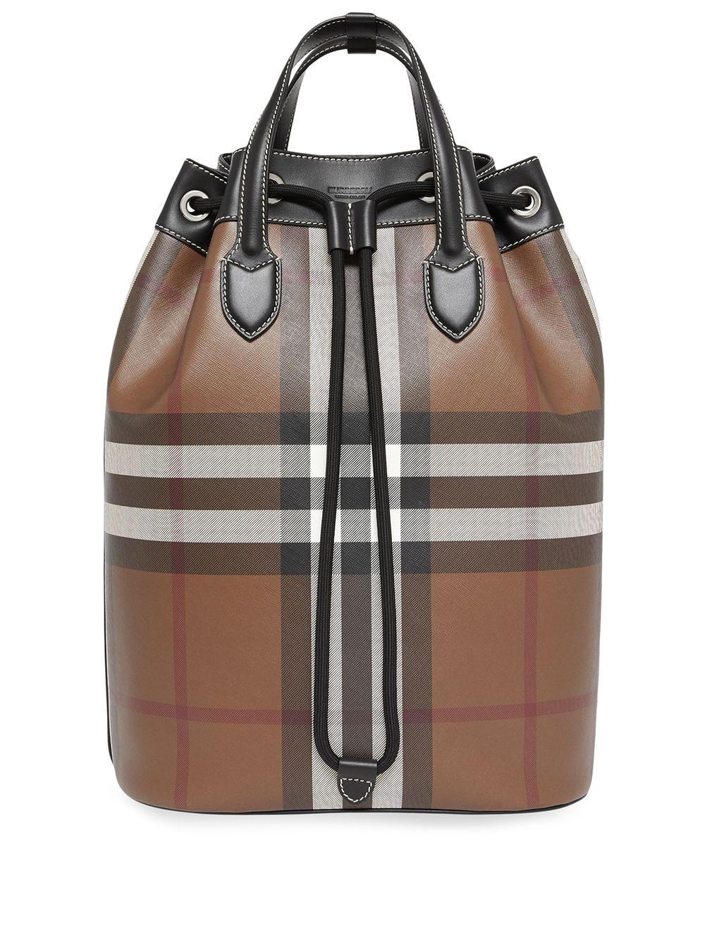Bolso tipo saco de Burberry / Foto: Burberry