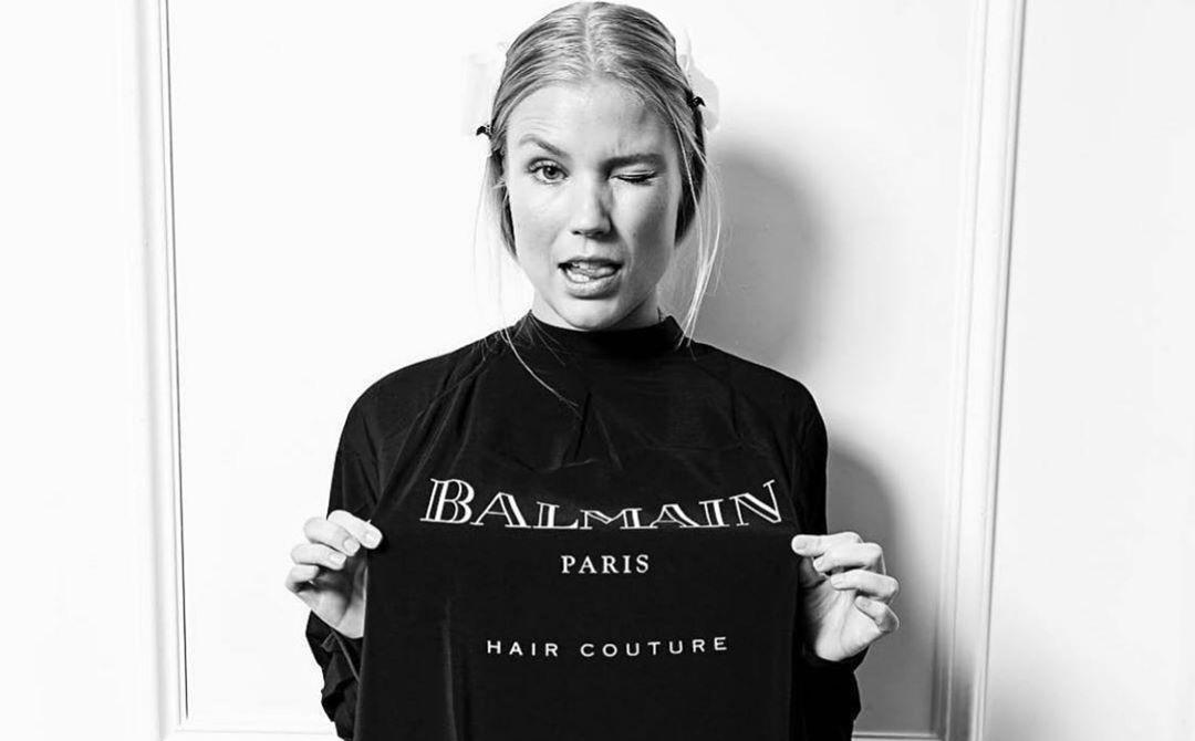 Modelo con camiseta de Balmain Hair Couture / Foto: Balmain Hair Couture