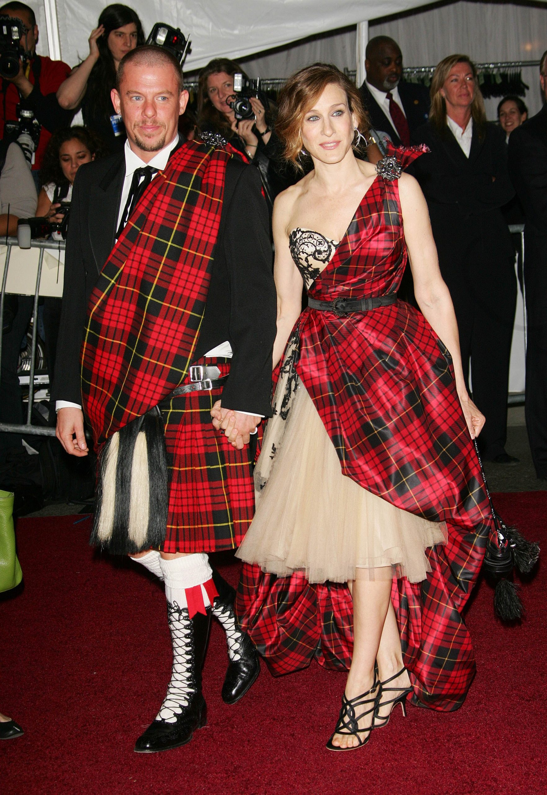 Sarah Jessica Parker junto a Alexander McQueen/Foto: Evan Agostini/Getty Images