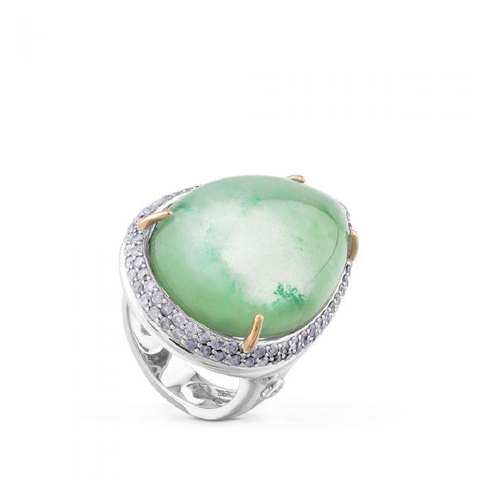 Sortija de oro blanco con doblete de cuarzo verde y nácar talla marquise y pavé de diamantes. /Foto: Chocron joyeros