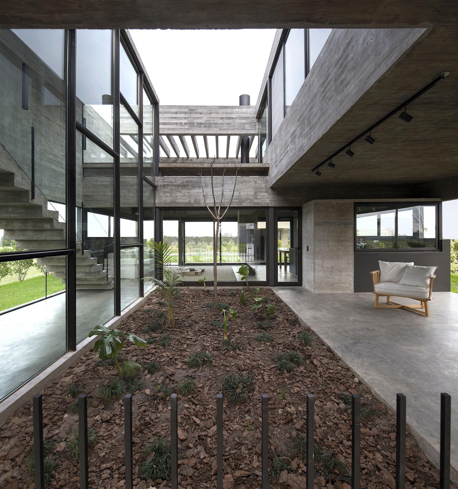 Casa Castaños, una exclusiva vivienda argentina a los pies del Río de la Plata