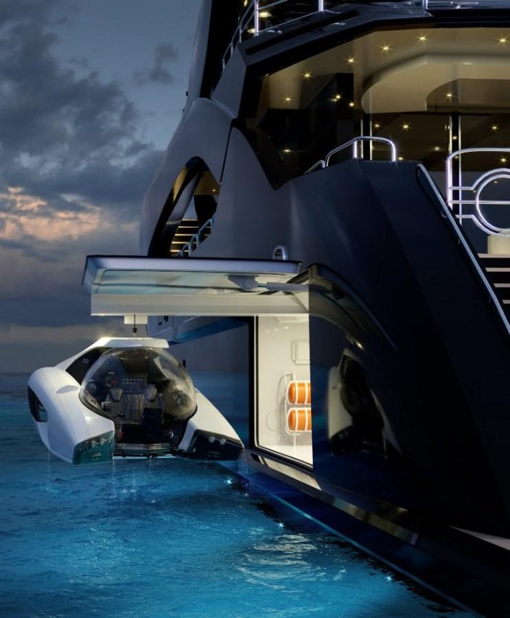 Submarino a bordo de un yate