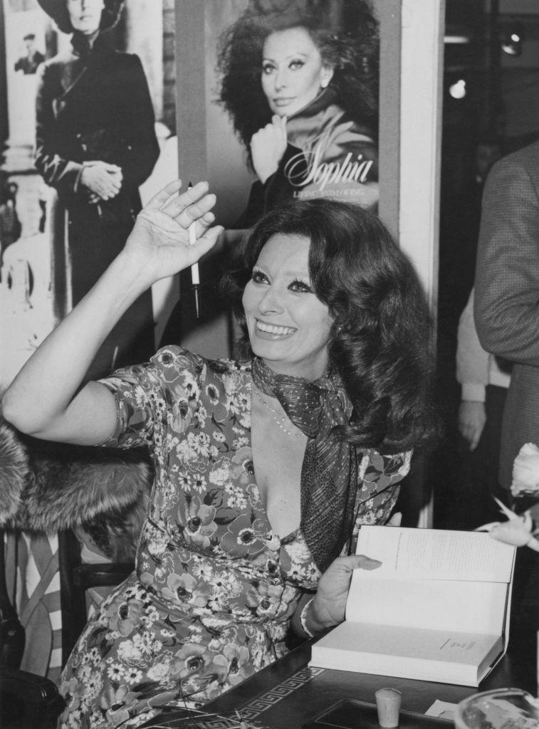 Sophia Loren con pañuelo