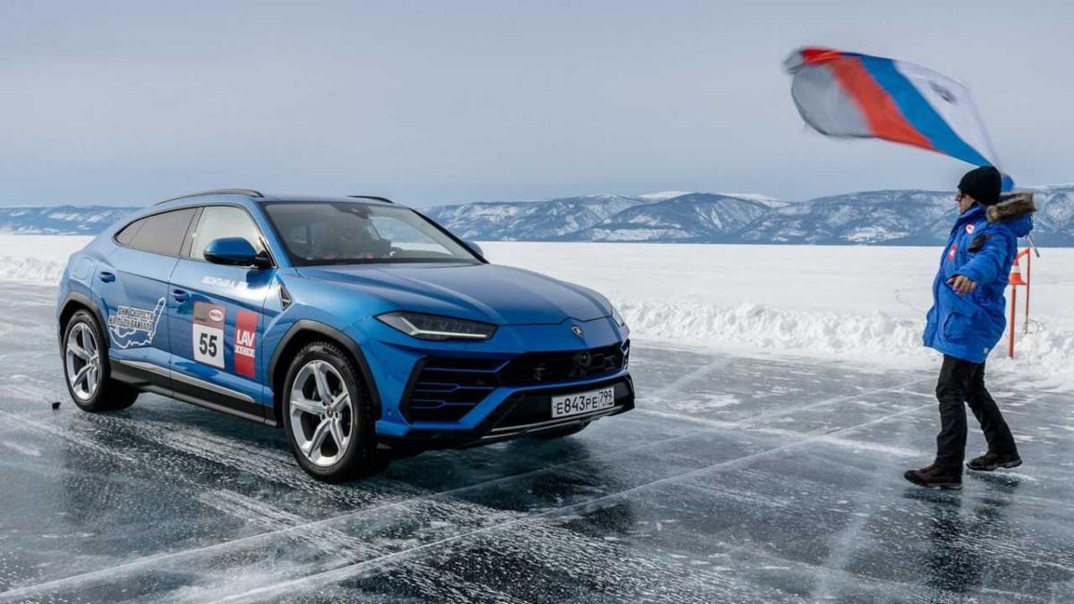 Lamborghini bate el récord de velocidad sobre hielo en Rusia, 298km/h