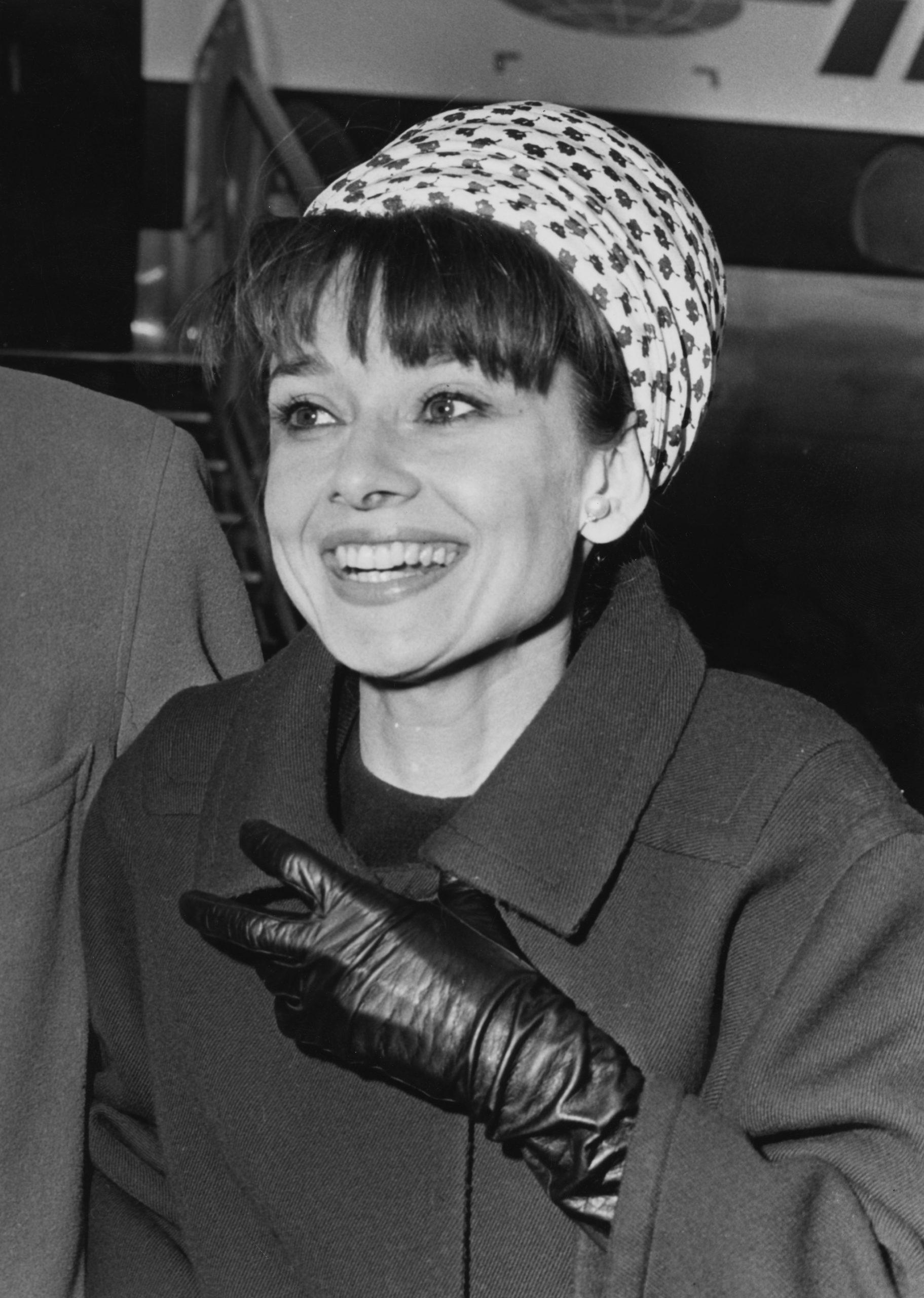Audrey Hepburn en el aeropuerto de Londres en 1964 / Foto: Getty Images