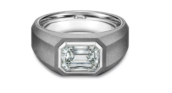 Anillo de compromiso en titanio gris de Tiffany