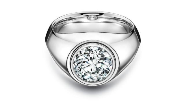 Anillo en platino con un diamante de Tiffany