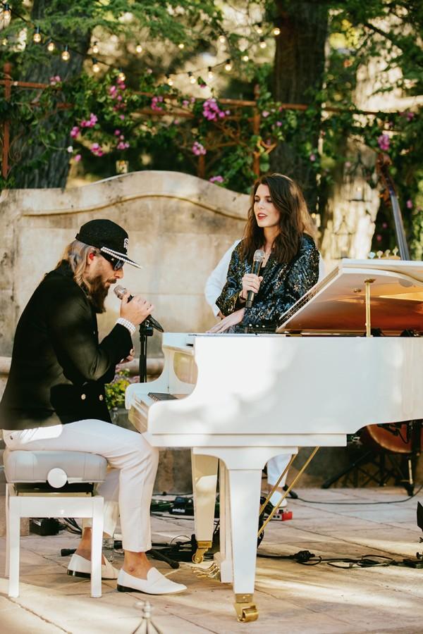 Carlota Casiraghi canta para Chanel