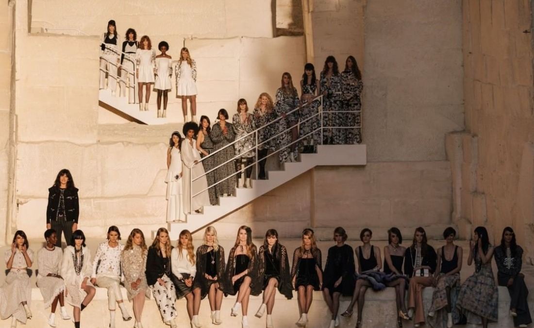 Carlota Casiraghi pone voz al espectacular desfile de Chanel en la Provenza
