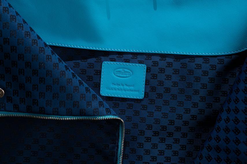 El material del maletín de Bugatti