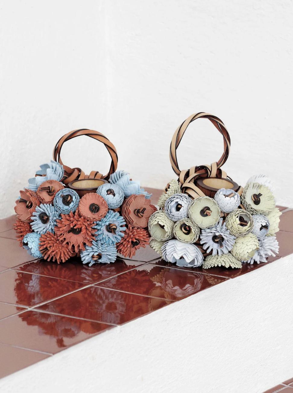 Uno de los bolsos de la colaboración / Foto: Loewe