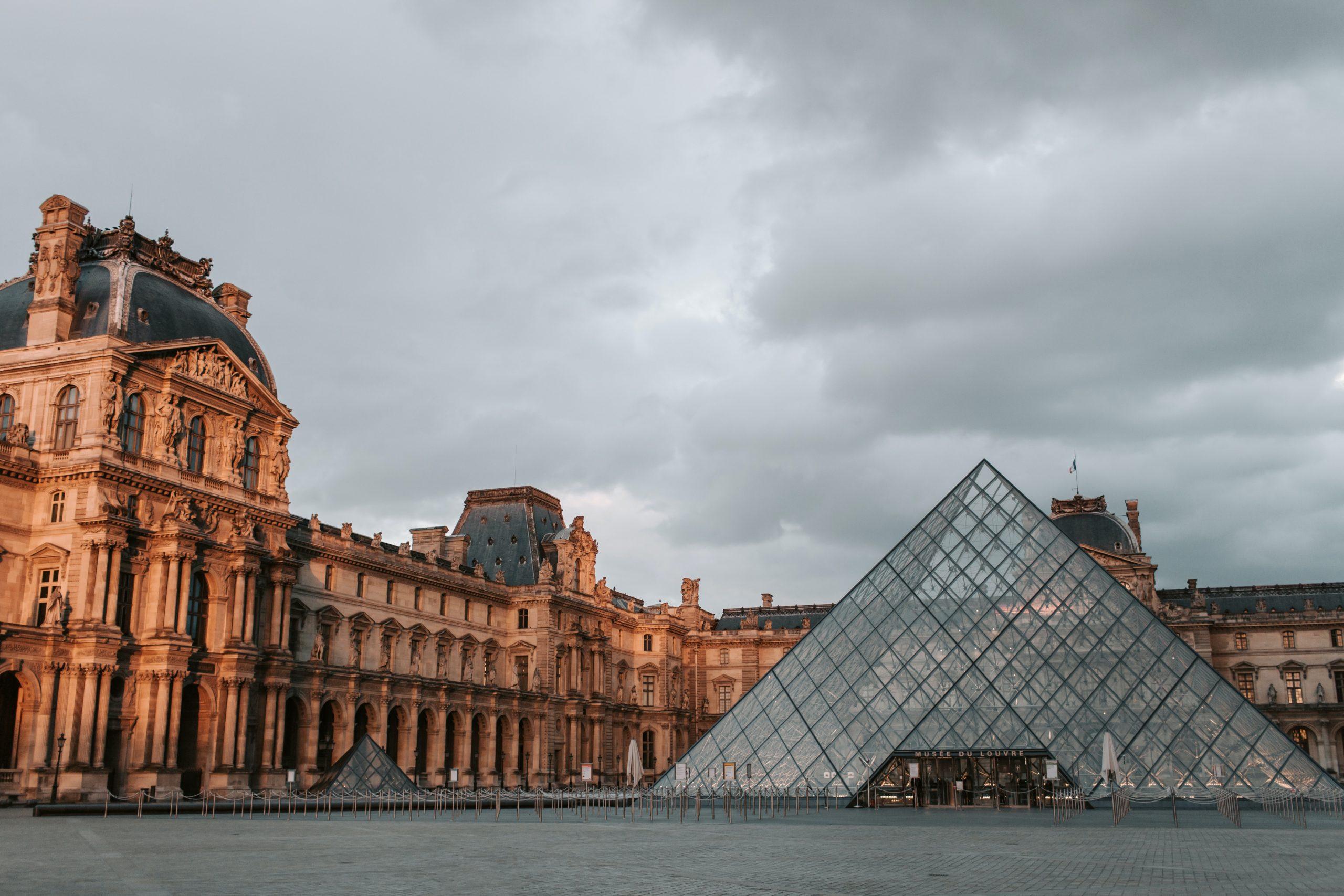 Exterior del Louvre, París