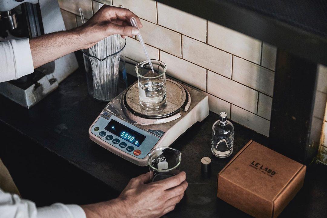Creando un perfume / Foto: Le Labo