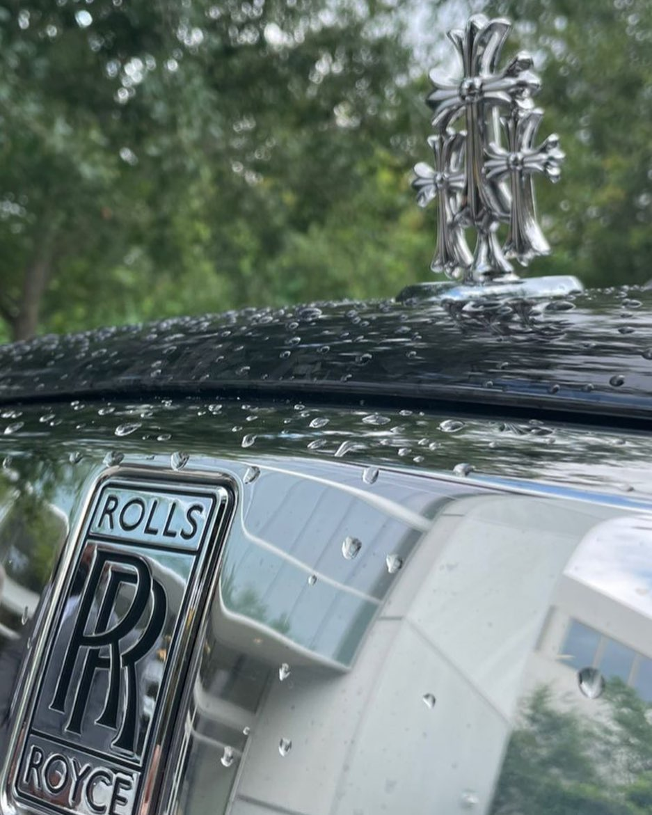 Insignia Rolls-Royce de Drake. /Foto: @titosheppard