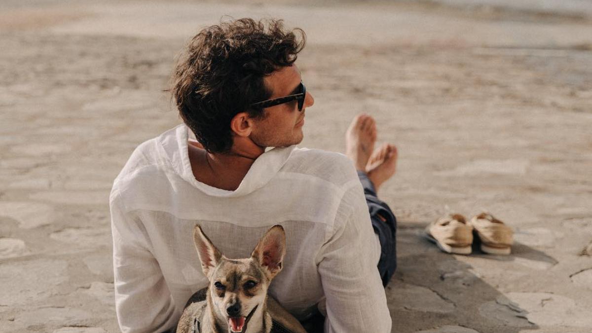 Riccardo Pozzoli con camisa de lino / Foto: @riccardopozzoli