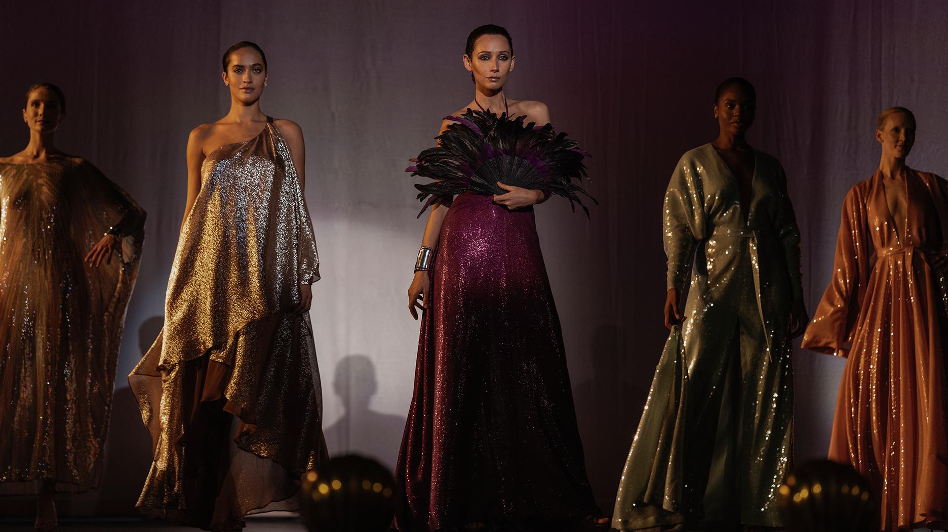 Algunos de los diseñados de Halston con Elsa Peretti / Foto: Netflix