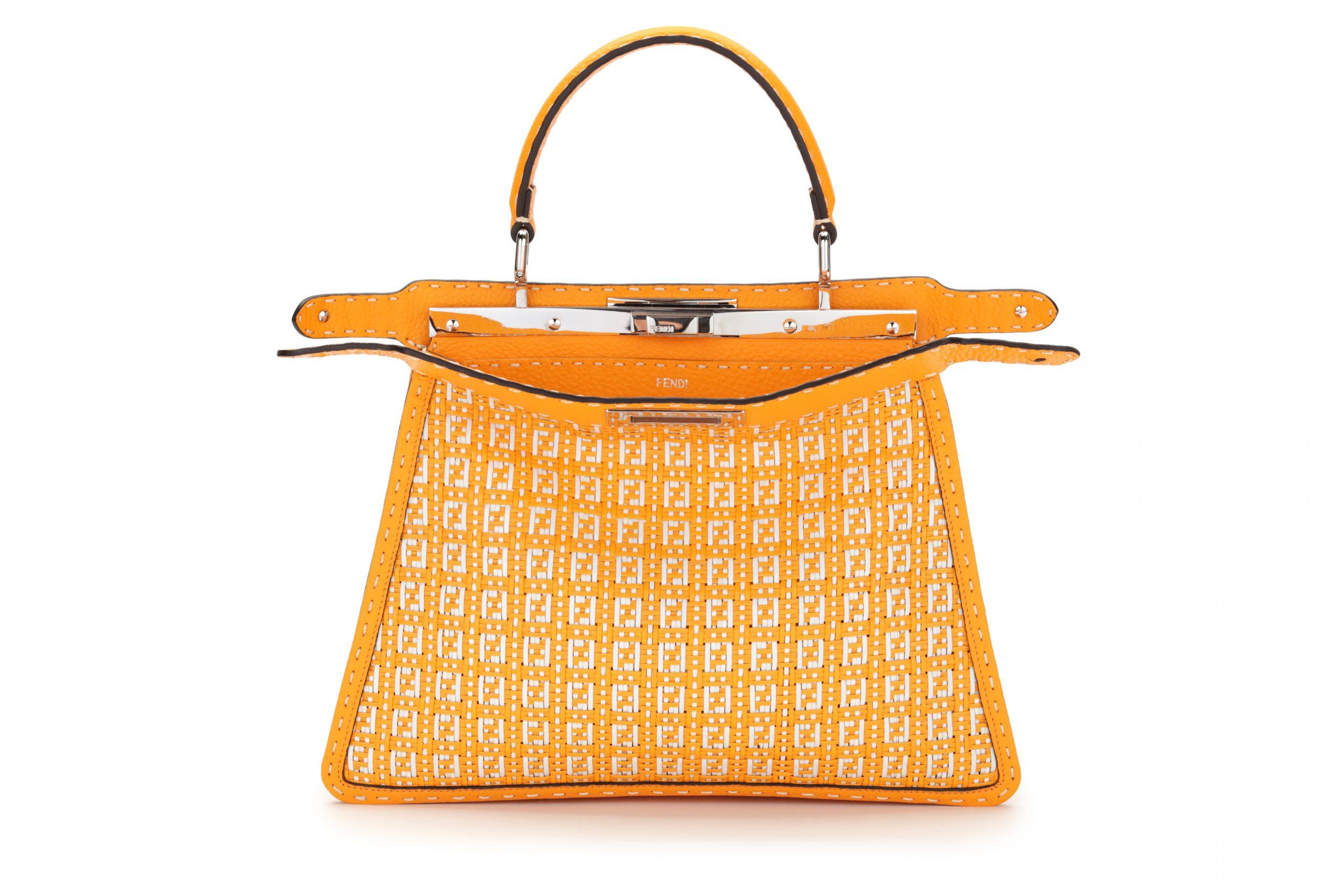 Bolso naranja con logo / Foto: Fendi