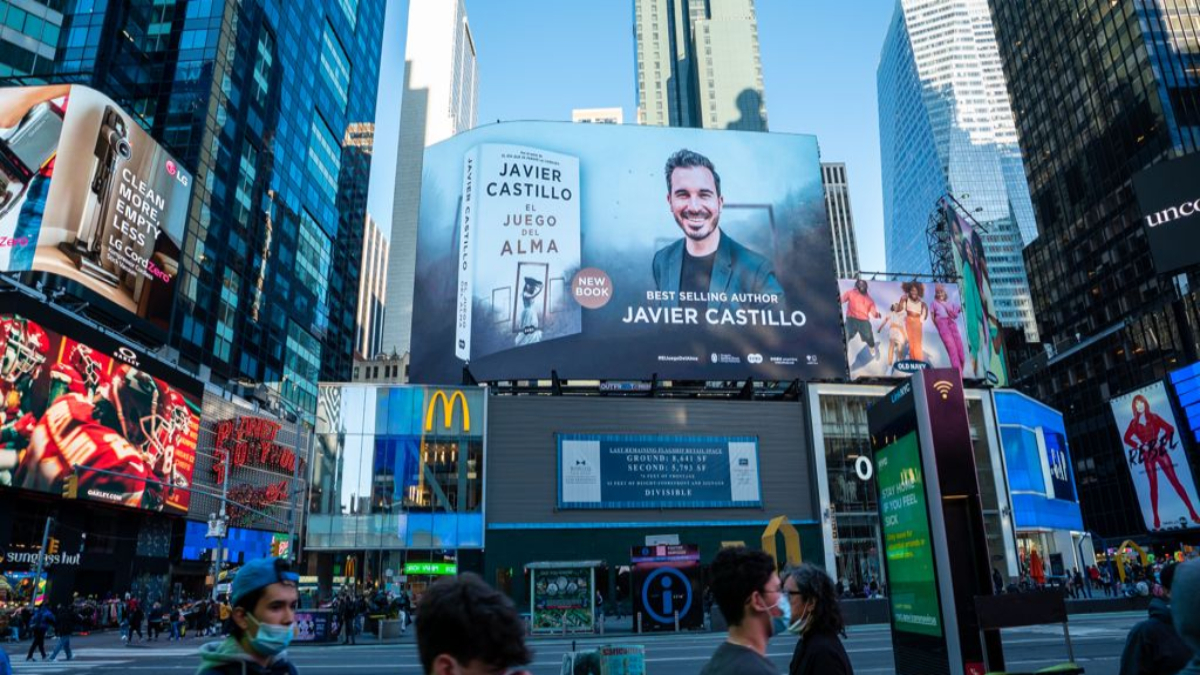 Javier Castillo en Times Square