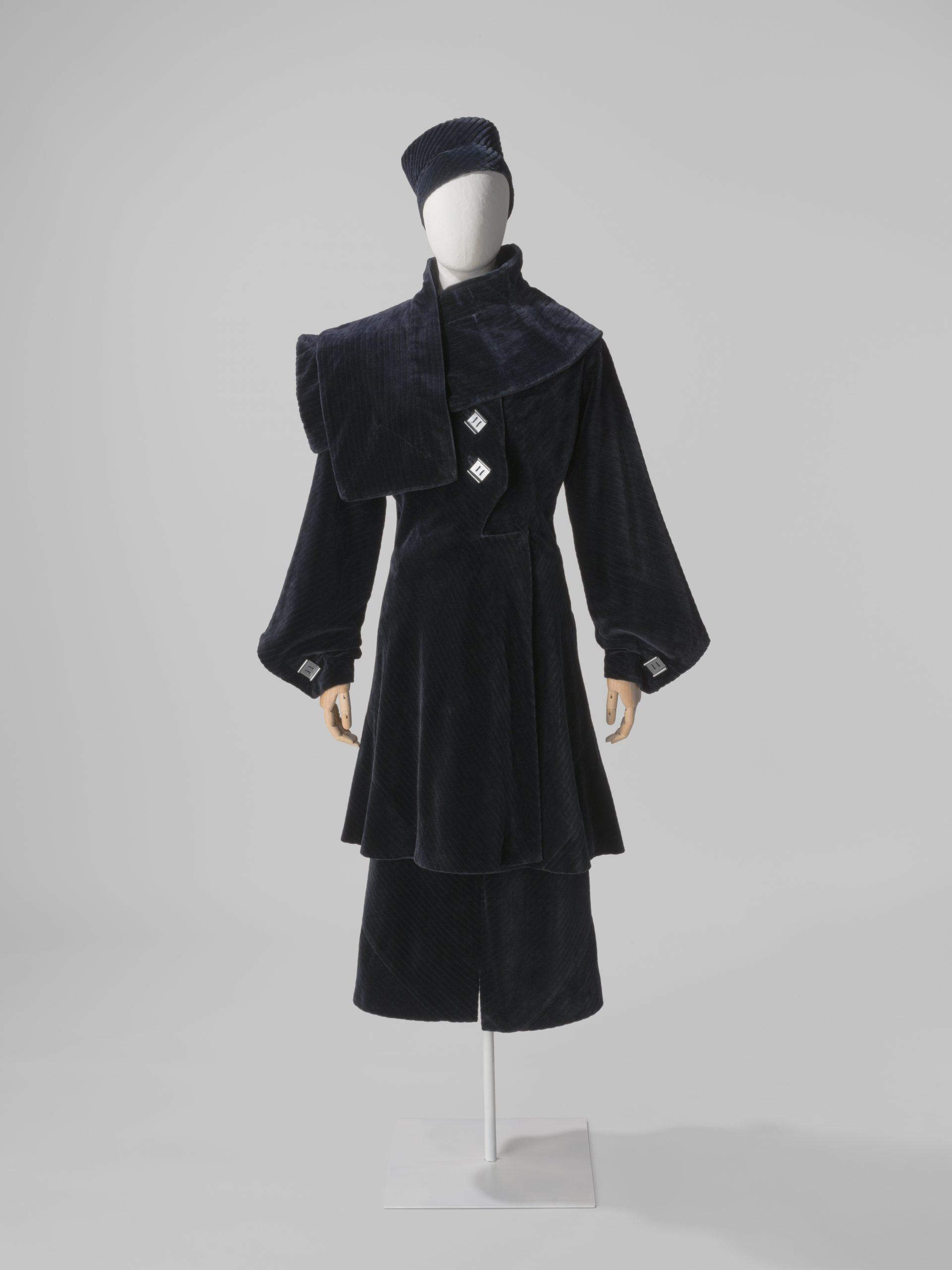 Conjunto de abrigo, falda, estola y casquete (1934) Foto: Balenciaga