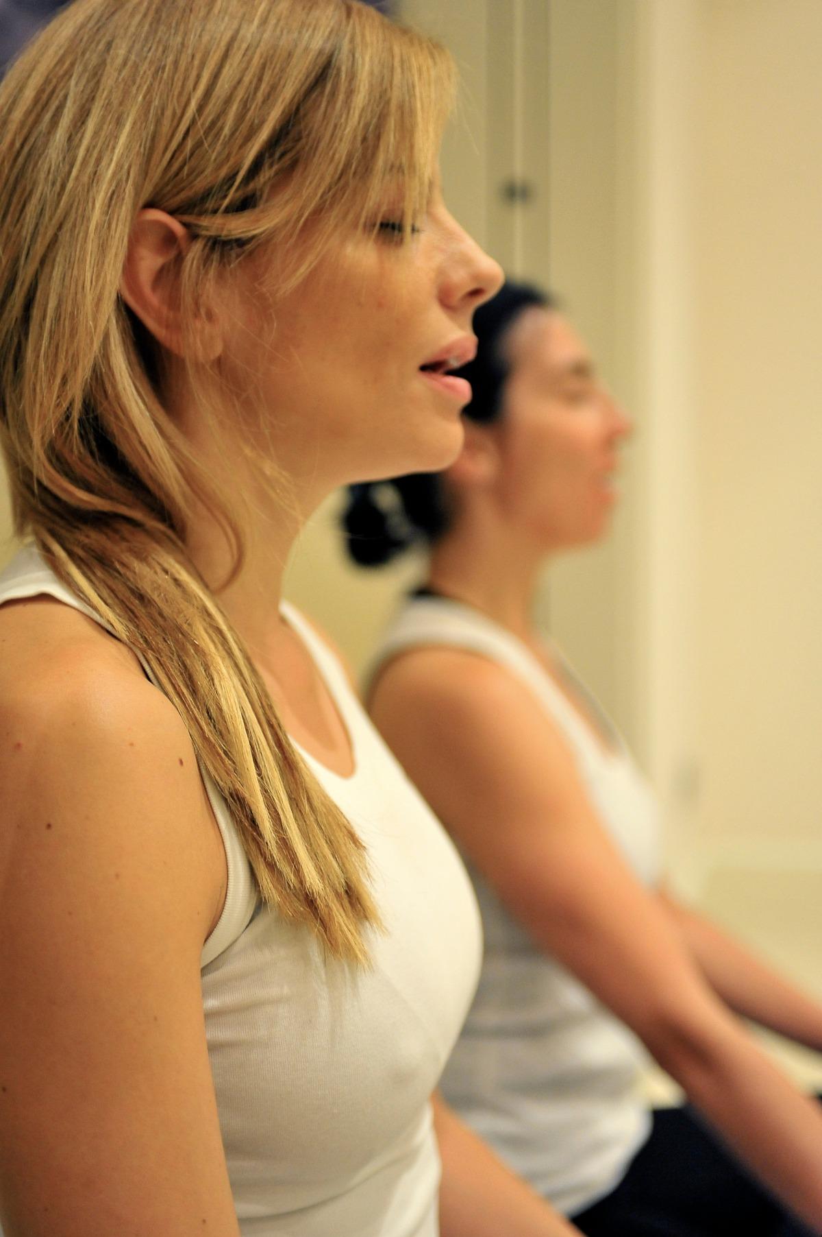 Raquel en clase de yoga