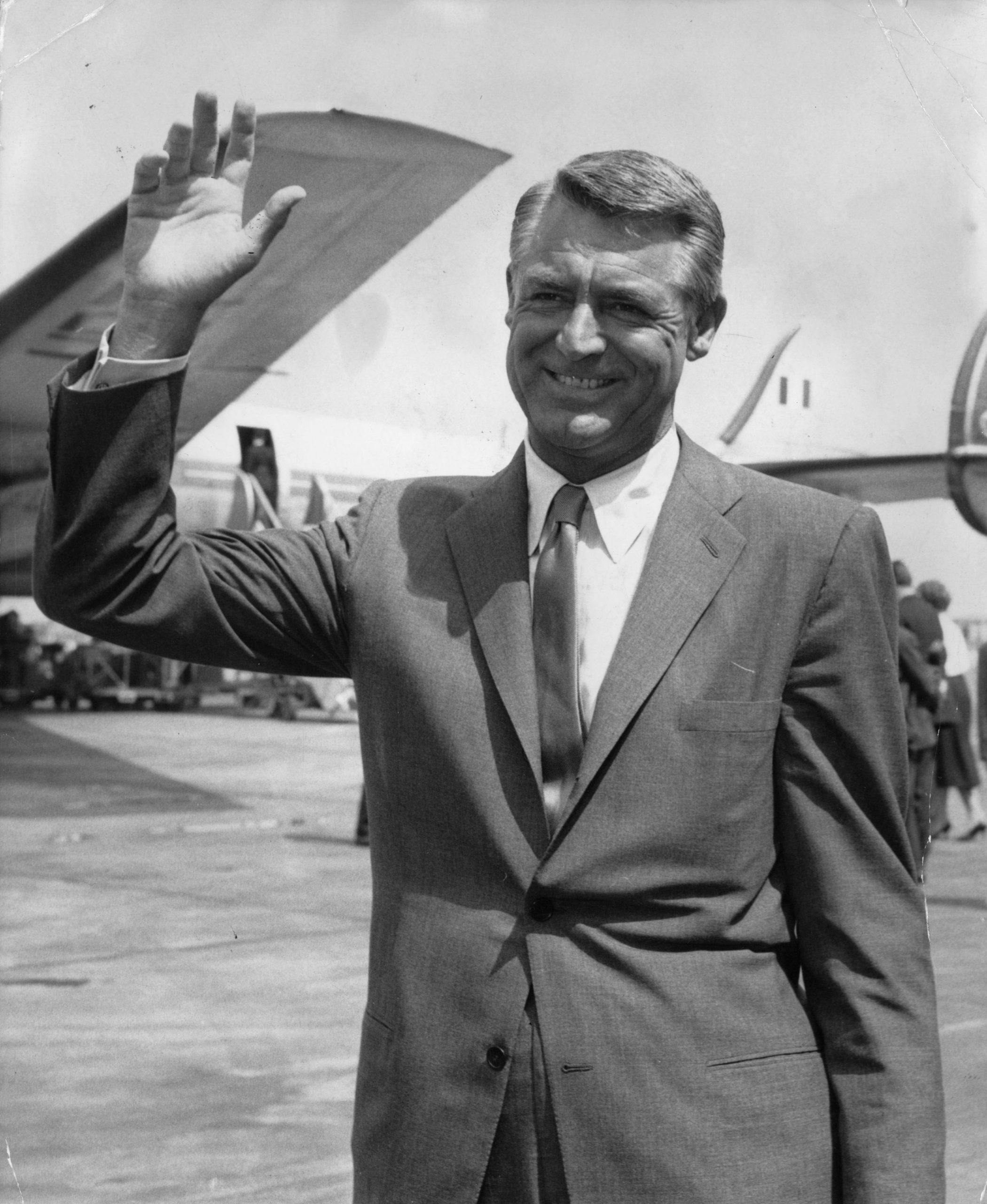 Cary Grant de camino al festival de Cannes para la presentación del film 'Operation Petticoat' / Foto: Getty Images
