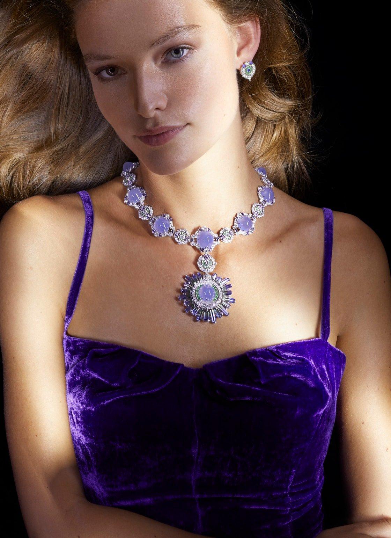 Collar de zafiro malva, granate tsavorita y diamantes
