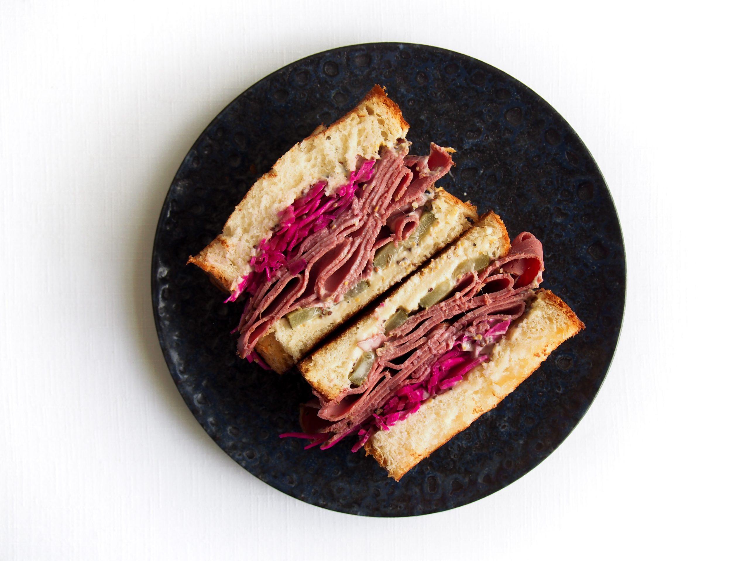 Sándwich de pastrami / Foto: Terzio