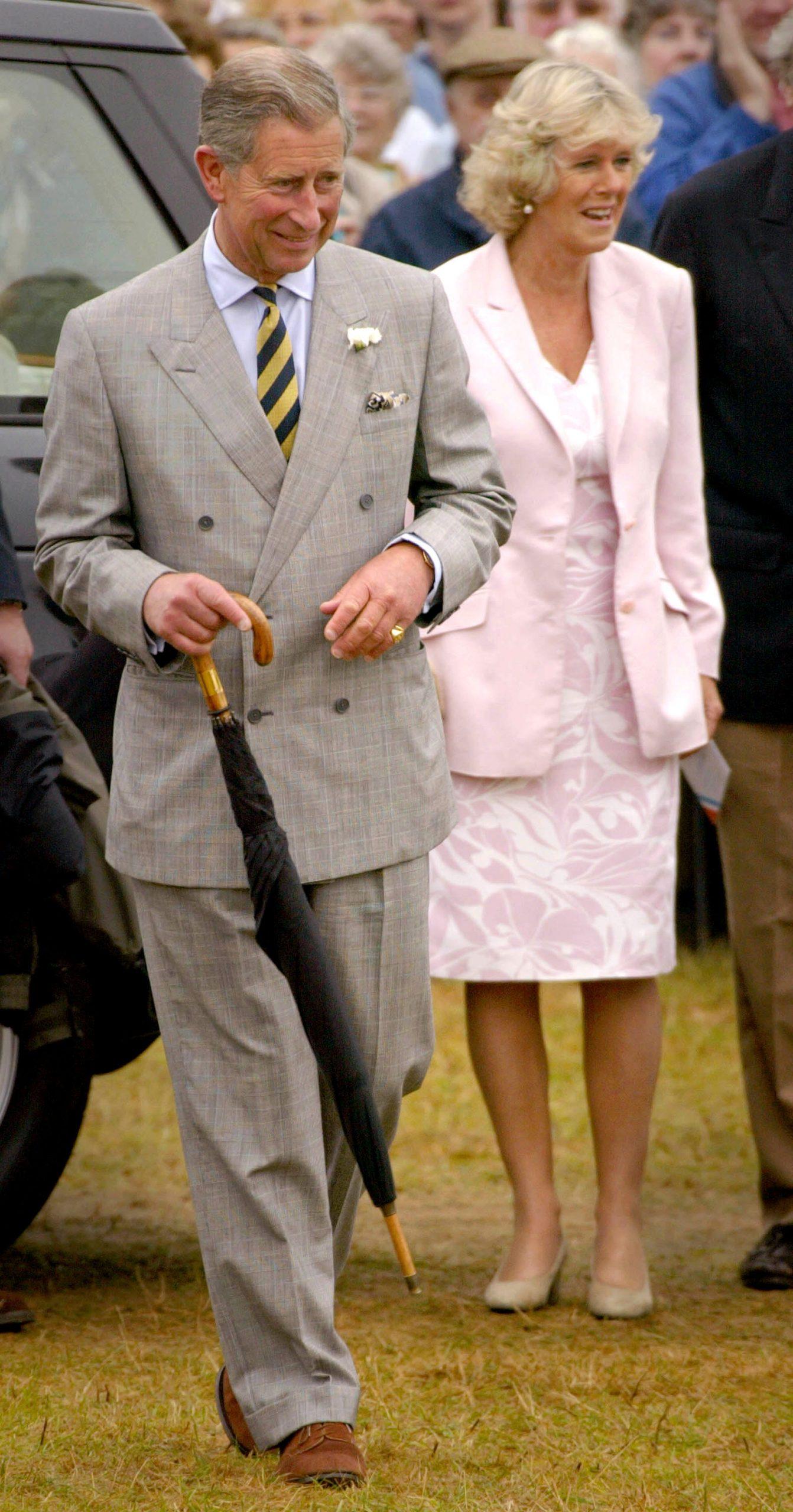 El Príncipe Carlos junto a Camila Parker Bowles en Norfolk, 2002 / Foto: Getty Images