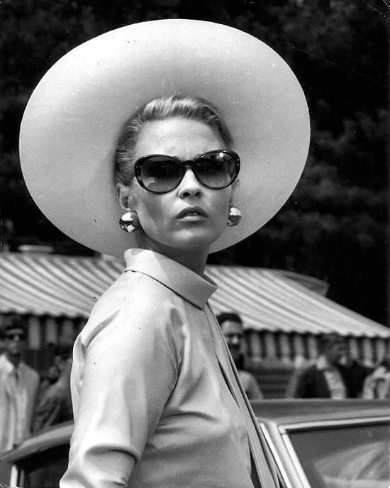 Faye Dunaway sombrero